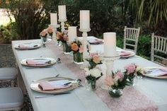 Create a fabulously intimate atmosphere for your wedding with candle pillars and fresh flowers