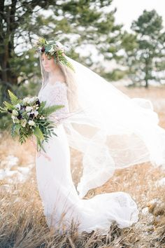 Veil with flower crown | Carrie King Photographer | see more on: http://burnettsboards.com/2015/02/winter-bride/