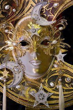 Deceptive stars & moon mask