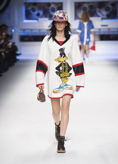 Moschino Fall/Winter 2015/16 fashion show - See more on www.moschino.com