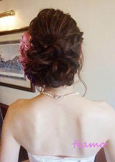 フェミニンなアップスタイルでwedding party♡ |大人可愛いブライダルヘアメイク『tiamo』の結婚カタログ
