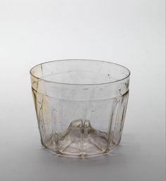 beaker 1500 Dimensions h. 6 x w. 7.5 cm Material and technique cristallo, soda glass