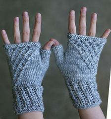 Ravelry: Nipingmat Mitts pattern by Toby Roxane Barna These mitts were originally designed for The Verdant Gryphon's Hwaet! Wrist Warmers, Hand Warmers, Ravelry, Fingerless Gloves Knitted, Pattern Images, How To Purl Knit, Yarn Needle, Knitting Projects, Lana