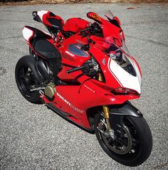 Ducati 1299 Panigale R vs Ducati 999