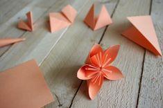 Návod: Květiny z papíru - Přinášíme vám foto návod na oblíbené květiny z papíru které hojně používáme na našich věncích  ( DIY, Hobby, Crafts, Homemade, Handmade, Creative, Ideas, Handy hands) Paper Mill, Origami, Gift Wrapping, Easter, Create, Spring, Tableware, Flowers, Kids