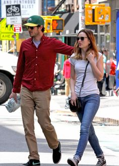 Leighton Meester & Adam Brody Go On a Romantic NYC Stroll!: Photo Adam Brody wraps his arm around his wife Leighton Meester's shoulder while going for a romantic stroll on Thursday afternoon (May in New York City. The super… Hollywood Couples, Hollywood Fashion, Celebrity Couples, Celebrity Style, Hollywood Style, Leighton Meester Adam Brody, Leighton Marissa Meester, Gossip Girl Series, Blair Waldorf