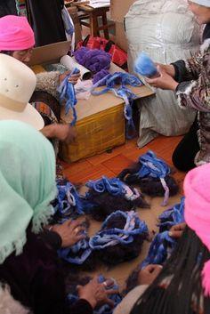 #Handspinning #spinning #textiles #weaves #knits #knitwear #handmade #traditions #yarn #wool #yakdown #SHOKAY #cooperative #Qinghai #Tibetan #artisans #arts #beauty #classic #premium