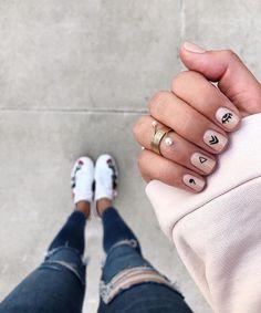 makeup design nail makeup art makeup design nail designs makeup nailart and nail makeup nail art designs blue prom dress makeup nail design Minimalist Nails, Nude Nails, Nail Manicure, Ten Nails, Short Nails Art, Chrome Nails, Nagel Gel, Stylish Nails, Simple Nails