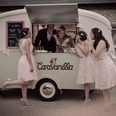 We love the way @caravanilla not only serve ice cream at their weddings, the vintage ice cream caravan becomes part of the photos... and great fun.  _