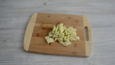 Никто не верит что такой пирог я готовлю из лаваша! - topovoye.ru Bamboo Cutting Board, Food And Drink, Food Cakes, Chef Recipes, Kuchen