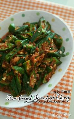 The Fussy Palate: Stir-fried Sambal Okra 叁巴辣椒炒羊角豆 - Deringa Okra Recipes, Goan Recipes, Vegetable Recipes, Indian Food Recipes, Cooking Recipes, Cooking Tips, Vegetarian Stir Fry, Vegetarian Recipes, Healthy Recipes