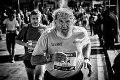 """Foto ganadora del Maratón de Sevilla. Emilio Morales:""""SÍ SE PUEDE"""". #ZurichMaratonSevilla Vía @MaratonSevilla"""