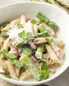 Hoe zalig is dat toch, alle ingrediënten, pasta inclusief in 1 kookpot doen, 15 minuten laten garen en hop, een heerlijke pastaschotel op tafel!