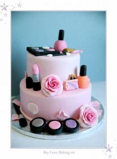 Vous avez été nombreuses à aimer le gâteau girly et gourmand de la Vanities Party sur le thème de du maquillage, voici plus d'inspiration pour réaliser ou acheter des makeup cake !