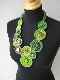 Valerie Barkowski from Beautiful Crochet Necklace Patterns and Designs Beau Crochet, Love Crochet, Beautiful Crochet, Crochet Flowers, Textile Jewelry, Fabric Jewelry, Crochet Necklace Pattern, Knitted Necklace, Crochet Rings