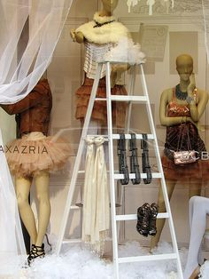 Could be cute for ties and scarves love for belt display Boutique Window Displays, Window Display Retail, Retail Windows, Store Windows, Visual Display, Display Design, Store Design, Display Ideas, Boutique Interior