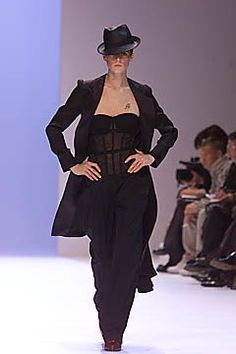 Givenchy Spring 2001 Ready-to-Wear Collection - Vogue