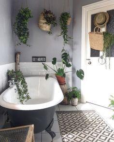34 Modern Bathroom Decor Ideas Match With Your Home Design Style ~ House Design Ideas Cozy Bathroom, Bohemian Bathroom, Eclectic Bathroom, Bathroom Plants, Modern Bathroom Decor, Bathroom Interior, Bathroom Goals, Bohemian Bedrooms, Bathroom Inspo