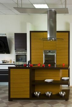 Idea of the Day Modern Two-Tone Kitchen featuring Zebrawood cabinets horizontal grain with espresso cabinet framing Two Tone Kitchen Cabinets, Espresso Kitchen Cabinets, Cheap Kitchen Cabinets, Farmhouse Kitchen Cabinets, Kitchen Cabinetry, Espresso Cabinet, Black Kitchens, Modern Kitchens, Kitchen Modern