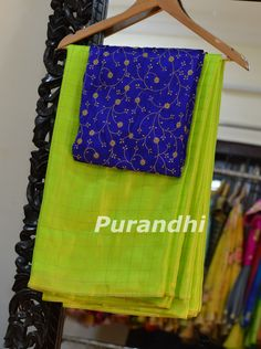 Blue Silk Saree, Green Saree, Simple Blouse Designs, Silk Saree Blouse Designs, Kalamkari Dresses, Saree Models, Plain Saree, Saree Look, Elegant Saree