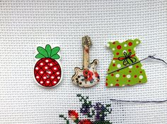 Free shipping  Set of 3 Needle Minders  Guitar  Pineapple