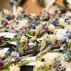 #結婚式準備 で一番がんばって作った #プリザーブドフラワー の#エスコートカード ✨ いろんな種類の #ドライフラワー と #多肉植物 を発注して #DIY で ブローチ をくっつけました☺️ #テーマカラー の #シャビー テイストと #スモーキーカラー でまとめて #グルーガン でくっつけました : #リゾート婚 ではないけどゲストの統一感が欲しくて、 #お揃いアイテム としてゲスト人数分作りました☺️ : #思い出 #marryxoxo #青山迎賓館 #結婚式 #結婚準備 #ウエディング #花嫁 #0401挙式 #wedding #happywedding #装花 #会場装花 #完全貸切 #takeandgiveneeds #ハウスウエディング #ウエディングニュース #ハナコレストーリー #archdays