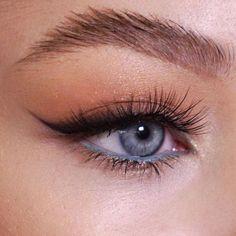Blue Eyeliner Looks, Makeup Eye Looks, Eye Makeup Art, Cute Makeup, Skin Makeup, Makeup Inspo, Makeup Inspiration, Makeup Ideas, Edgy Makeup