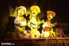 America Sings at Disneyland. Closed in one of the few things I remember vividly from my childhood going to Disney. Disneyland History, Vintage Disneyland, Disneyland California, Walt Disney Co, Disney Rides, Disney Love, America Sings, Song Of The South