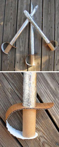 MIt diesen Tschakka-Schwertern kann man auch kämpfen, weil sie so weich sind.