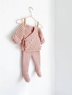 NEO Crochet Baby Leggings - Pattern & Step by Step Tutorial Baby Leggings Pattern, Crochet Baby Dress Pattern, Baby Sweater Knitting Pattern, Kimono Pattern, Crochet Baby Clothes, Crochet Jacket, Baby Knitting Patterns, Baby Patterns, Crochet Patterns