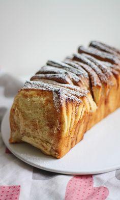 Pull apart -kanelipulla | Maku A Food, Food And Drink, Pull Apart, Banana Bread, Cinnamon, French Toast, Muffins, Sweets, Baking