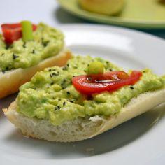 Recept na avokádovou pomazánku krok za krokem - Vaření.cz Avocado Toast, Guacamole, Paleo, Food And Drink, Healthy Recipes, Treats, Vegan, Vegetables, Breakfast