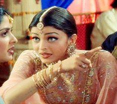 Aishwarya Rai Makeup, Aishwarya Rai Young, Aishwarya Rai Photo, Actress Aishwarya Rai, Bollywood Couples, Bollywood Actress Hot Photos, Bollywood Girls, Beautiful Bollywood Actress, Arab Fashion