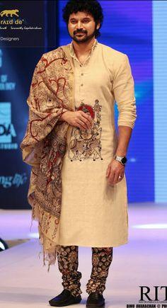 Indian Men Fashion, Mens Fashion Wear, Men's Fashion, Indian Groom Wear, Indian Wear, Kalamkari Kurta, Wedding Dress Men, Wedding Groom, Mens Kurta Designs
