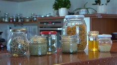 Domácí bylinkové masti Homemade Cosmetics, Nordic Interior, Healing Herbs, Rubrics, Mason Jars, Remedies, Healthy, Sewing Clothes, Home Remedies