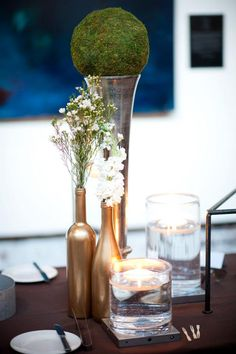Gold wine bottles & simplistic floral decor are great for a vintage themed event
