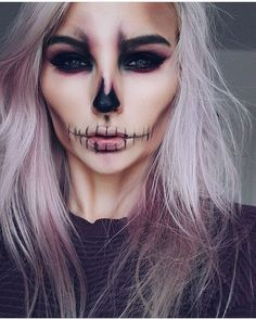 Halloween : 15 idées de maquillages faciles à faire Tuto maquillage Halloween Related posts:Einfache Make-up-Ideen; Festival Make-up; Prom Makeup She . - wedding makeup ideas with bare lips – makeup art –. Halloween Inspo, Halloween Makeup Looks, Halloween Party, Halloween Costumes, Easy Halloween, Halloween Skeleton Makeup, Halloween Makeup Vampire, Pretty Skeleton Makeup, Halloween Stuff