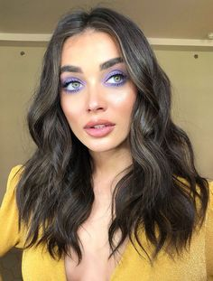 eyeshadow looks Lavander eyeshadow makeup look and medium length hair with messy waves hair style Purple Eye Makeup, Makeup For Green Eyes, Glam Makeup, Pretty Makeup, Skin Makeup, Eyeshadow Makeup, Makeup Tips, Makeup Ideas, Beauty Makeup