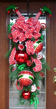 25 Perfect Simple Diy Christmas Door Decorations For Home And School. If you are looking for Simple Diy Christmas Door Decorations For Home And School, You come to the right place. Diy Christmas Door Decorations, Christmas Swags, Noel Christmas, Outdoor Christmas, Holiday Wreaths, Christmas Projects, All Things Christmas, Christmas Door Wreaths, Burlap Christmas
