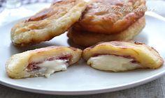 Ciao a tutti, quella che vi propongo sono le Frittelle di Patate Ripiene, una ricetta veloce presa dal blog della mia carissima amica Valer