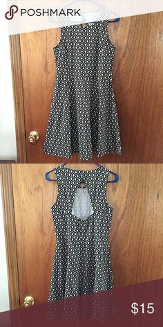H&M Patterned Detail Skater Dress Med H&M Black and White Patterned Detail Skater Dress. Back cutout. 95% Polyester / 5% Elastane. Lightly worn. H&M Dresses Midi