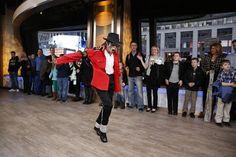 30 years ago today... Michael Jackson first did the Moonwalk! (via Heidi Gutman/ABC)