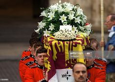 The Funeral Of Diana, Princess Of Wales. The Coffin Of  Diana, Princess Of Wales, Leaving Westminster Abbey With Wreaths Of White  Lillies From Her Sons And Her Brother Resting On Top  (Photo by Tim Graham Photo Library via Getty Images) Princess Of Wales, Princess Diana, White Lilly, Westminster Abbey, Her Brother, Photo Library, Top Photo, Funeral, Image