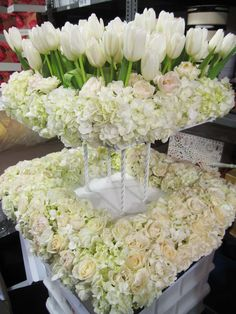 wedding decorations; wedding flower arrangement, wedding centerpiece