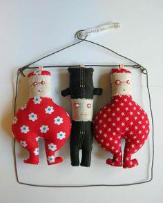 poupées sauvages le petit coincé entre les deux soeurs dondons