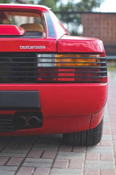 Car pornography — Starring: Ferrari Testarossa http://www.windblox.com/ #windscreen #ferrari #testorossa