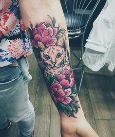 Lindo Gato entre Flores