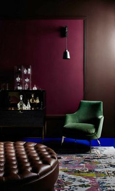 How to combine the aubergine color in the interior - 47 ideas in photos Eggplant color is one of the exotic colors that can rarely be found in the interior, but lately things have changed and it's starting to settle in roo. Salon Boho Chic, Classic Fireplace, Bedroom Decor, Wall Decor, Master Bedroom, Milan Furniture, Purple Rooms, Room Color Schemes, Lounge