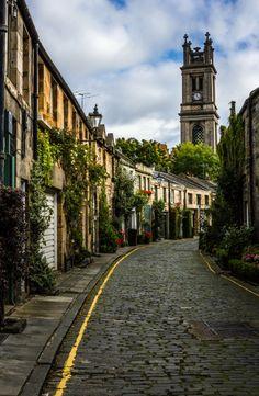 visitheworld:   Circus Lane, Edinburgh / Scotland (by Jules Kllr).