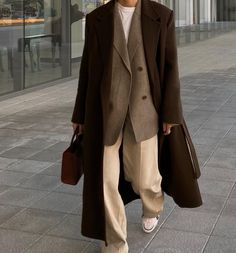 Mode Emo, Mode Ootd, Mode Outfits, Fashion Outfits, Beige Outfit, Mode Inspiration, Classy Outfits, Minimalist Fashion, Aesthetic Clothes